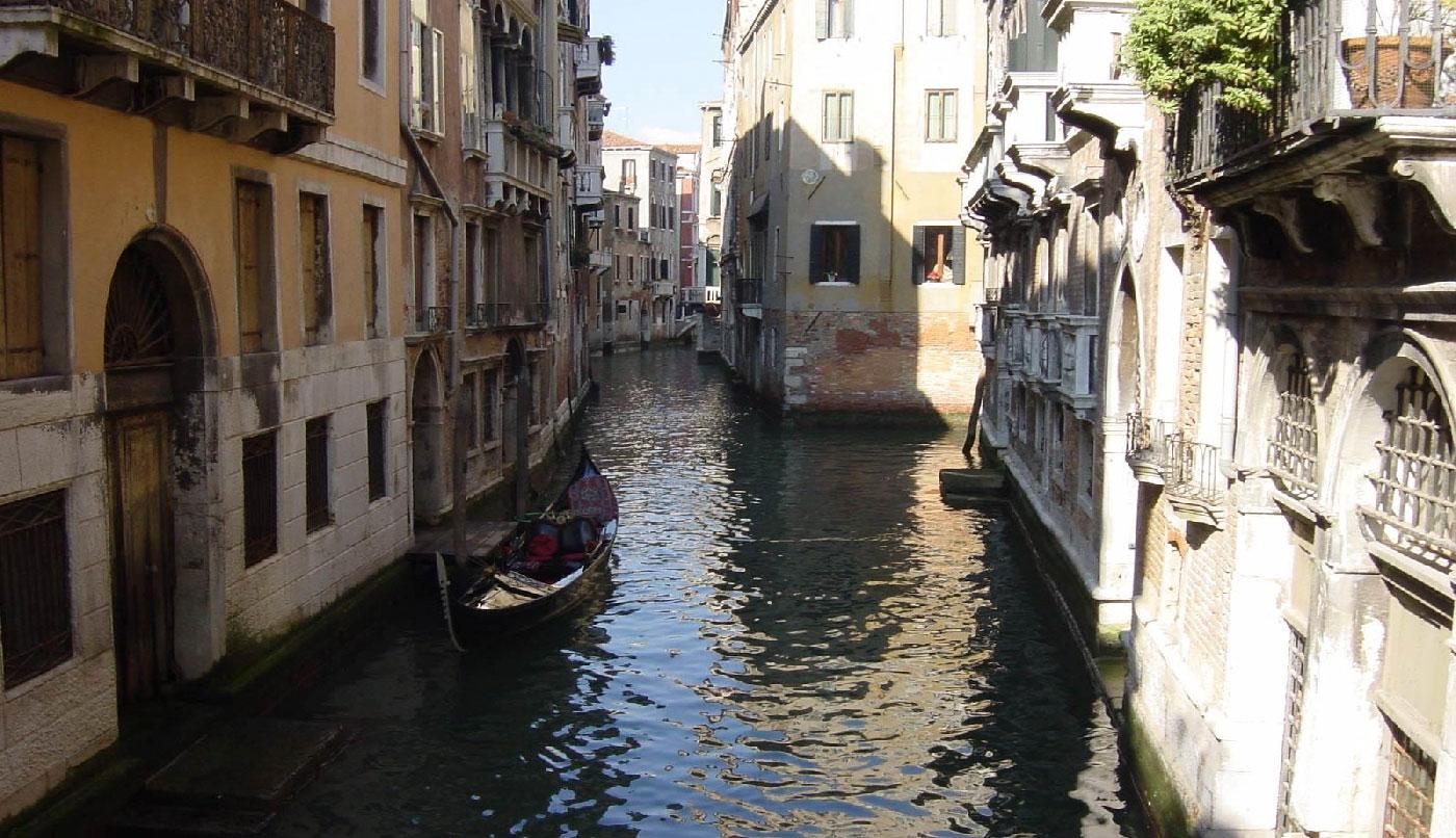 Venezia: facciate in calce e cocciopesto