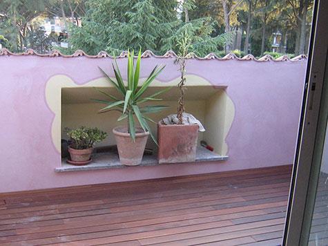 rivestimenti terrazza con inserti decorativi